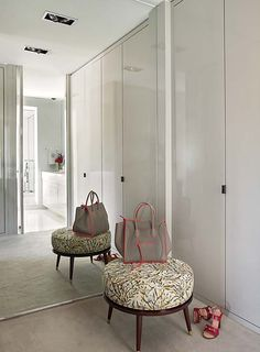 Elegant closet by OITOEMPONTO
