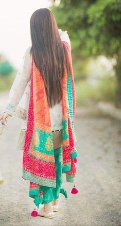Be beautiful dupatta Pakistani Fashion Casual, Pakistani Dress Design, Pakistani Outfits, Indian Outfits, Indian Fashion, Ethnic Outfits, Kurti Designs Party Wear, Kurta Designs, Blouse Designs