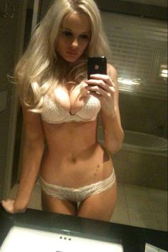 free-naked-girl-mirror-shots-ross-lyncch-naked