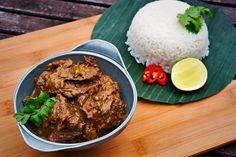 Rendang 800ml kokosmelk tegelijkertijd toevoegen, 1,5 deksel op pan, daarna eraf, eventueel over 2 pannen verdelen