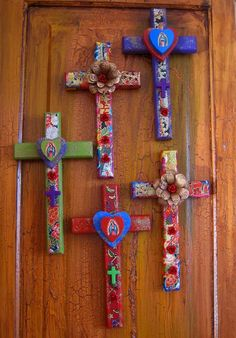 These festive little crosses are proving to be very popular. Many of our shop owners liked them! #teresadelrito