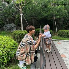 I love you kids 🙈🎀 ____ I want us to be big 🗣 My community is from now on 👈 Cute Asian Babies, Korean Babies, Asian Kids, Cute Babies, Father And Baby, Dad Baby, Baby Kids, Couple With Baby, Ulzzang Kids