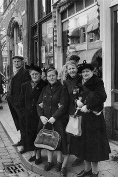 © Henri Cartier-Bresson/Magnum Photos Paris. 1956.