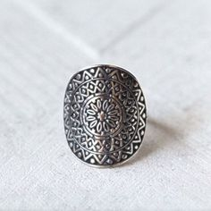 ✤ SOLID 925 STERLING SILVER AZTEC BOHEMIAN RING ✤  Mandala Ring in aztec patterns by Don Biu.  For the playful and wanderlust bohemian girl.  This