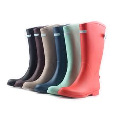 Seahera Rain Boots Navy  www.lebunnybleu.com I want some colorful puddle jumpers for college