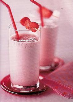 Milk-shake Fraise Tagada ★ 150g fraises + 4 boules de glace à la fraise + 50cL lait froid + 2 sachets sucre vanillé + 12 fraises Tagada