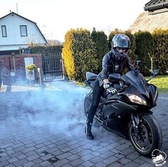 Real Motorcycle Women - moto_ask