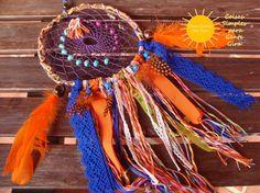 Caçador de sonhos em tons de laranja e azul.