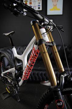 Best Mountain Bikes, Mountain Bike Trails, Downhill Bike, Mtb Bike, Bmx Bikes, Cycling Bikes, Dh Velo, Santa Cruz Bicycles, Montain Bike