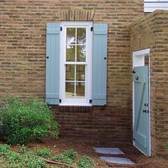ranch style home exterior shutter