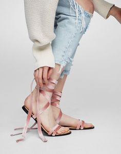 Sandalia moda velvet rosa - Sandalias planas - Zapatos - Mujer - PULL&BEAR España