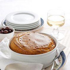 Soufflè di peperoni con olive e basilico   Gonfio, soffice e coreografico, è uno squisito piatto vegetariano