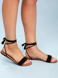 Leyla Black Suede Flat Lace-Up Sandals 3 Lulus Exclusive! The Lulus Leyla Black Suede Flat Lace-Up Sandals are always a hit! Soft vegan suede shapes a slender toe band and long, adjustable laces with tasseled ends that tie above the ankle. Lace Up Sandal Heels, Shoes Flats Sandals, Cute Sandals, Suede Flats, Black Sandals Outfit, Cute Shoes Flats, Black Flat Sandals, Heeled Sandals, Strappy Shoes