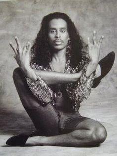 Willi Ninja from Paris Is Burning Paris Is Burning, Rupaul, Madonna, Vogue Dance, Native Son, Dance Legend, Poses References, Club Kids, Strike A Pose