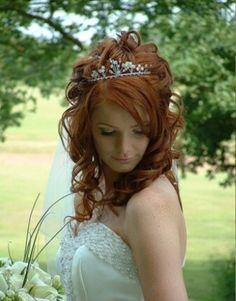 E tra i capelli diademi...come una vera principessa.. Alessandro Tosetti Www.tosettisposa.it Www.alessandrotosetti.com #wedding #weddingdress #tosetti #tosettisposa #nozze #bride #alessandrotosetti
