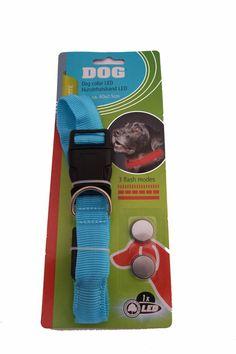 LED Hondenhalsband Blauw  Description: Met deze licht gevende hondenhalsband is uw hond goed zichtbaar voor het verkeer. Verder is deze halsband door zijn breedte van 25 mm comfortabel voor uw hond.  Price: 6.95  Meer informatie