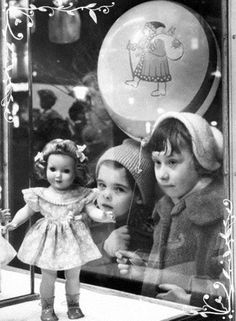 Одежда для кукол старые фото navidad de antaño, navidad vintage и niños ant Vintage Pictures, Old Pictures, Old Photos, New Look Dior, Vintage Christmas Photos, Retro Christmas, Old Fashioned Christmas, Christmas Past, Christmas Windows
