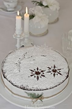 A Very Simple, Beautiful Christmas Cake (1) From: Sylvia Home And Inspiration, please visit