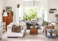 Alunperin helsinkiläinen Minna Mercke Schmidt muutti Etelä-Ruotsin Skåneen. Unelmien Talo&Koti esittelee puutarhurin ihanan, huvilatyylisen kodin!