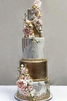 Gold Wedding Cakes Beautiful Wedding Cake Ideas That Every Women - Nothing is more fun when planning your wedding then the cake tasting. Here are some wedding cake ideas and tips […] Elegant Wedding Cakes, Beautiful Wedding Cakes, Gorgeous Cakes, Wedding Cake Designs, Pretty Cakes, Amazing Cakes, Perfect Wedding, Wedding Cake Gold, Vintage Wedding Cakes