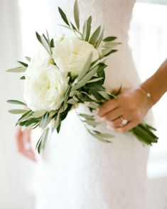 white and greenery minimalist wedding bouquet Nature has never looked so good with these timeless green stems. To achieve a natural look on your wedding day, swap a floral bouquet for one with lots of Wedding Bridesmaid Bouquets, Small Wedding Bouquets, Bride Bouquets, Bridal Flowers, Floral Wedding, Trendy Wedding, Wedding Beach, Wedding Simple, Dream Wedding