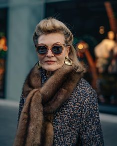Meet the most stylish older women of Milan, who wear everything from pearls to P. - Meet the most stylish older women of Milan, who wear everything from pearls to Prada to go to the s - Italian Women Style, French Women Style, Italian Fashion, Stylish Older Women, Older Women Fashion, Womens Fashion, Mature Fashion, Fashion Edgy, Fast Fashion