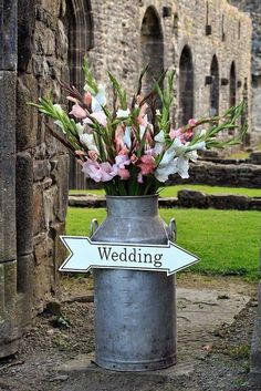 Milk Churns with flowers wedding sign / http://www.deerpearlflowers.com/rustic-country-milk-jug-wedding-ideas/