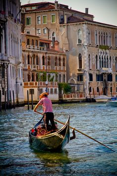 Best Tips to Making The Most Of Your Venice Italy Vacation Places To Travel, Places To See, Places Around The World, Around The Worlds, Grand Canal Venice, Gondola Venice, Wonderful Places, Beautiful Places, Italy Art