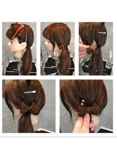 リボンの作り方第2弾 ①片耳後ろで髪をわけて、耳から後ろの分はひとつ結びして、軸を作る ②耳前の分は毛先から2回折りたたんで真ん中をゴムで結ぶ ③軸の髪を少し分けて上で仮止め ④軸の部分に耳前の髪で作ったリボンをクリップで仮止め。 ⑤③で仮止めした髪を下ろして、指で押さえてるところをゴムで結ぶ。仮止めしたクリップを外したら完成 鏡で見える範囲で作るのでセルフアレンジでも挑戦しやすいかなと思い考えました挑戦してみてくださいね♡