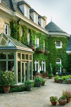 57 Excellent Exterior Home Design Ideas For Your Dream Home. The exterior part of your house is as important as the interior. When people first look at your house, it is the exterior part that they wi. Dream Home Design, My Dream Home, House Design, Dream Homes, Future House, My House, House Goals, Exterior Design, Exterior Paint