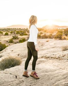 hiking outfit Fall hiking clothes for the SheLift Fall Retreat. - hiking outfit Fall hiking clothes for the SheLift Fall Retreat… - Cute Hiking Outfit, Trekking Outfit, Hiking Wear, Summer Hiking Outfit, Hiking Boots Outfit, Outfit Winter, Style Outfits, Casual Skirt Outfits, Sport Outfits