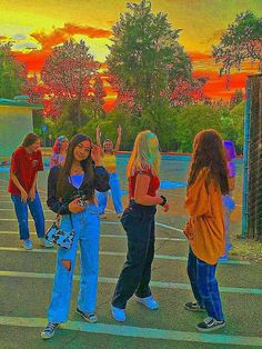 Indie Outfits, Retro Outfits, Cute Casual Outfits, Estilo Indie, Skater Girl Outfits, Skater Girls, Cute Friend Pictures, Cute Photos, Beautiful Pictures
