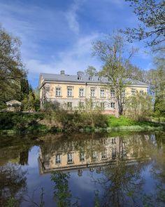Kuvissa Espoonkartano, Mankinjoki, koski ja Suomen vanhin yhä käytössä oleva kiviholvisilta, rakennettu 1777. Viehko paikka tämäkin. Finland, Mansions, House Styles, Home, Decor, Decoration, Manor Houses, Villas, Ad Home