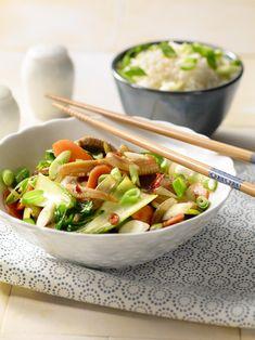 Asian Dinner Recipes, Asian Recipes, Healthy Recipes, Ethnic Recipes, Salade Caprese, Potato Salad, Serving Bowls, Curry, Food And Drink