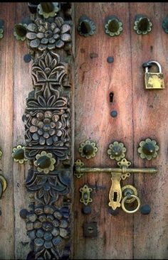 Can't seem to find location for this door, except that it is Swahili style.