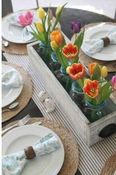 Deko Ideen mit Tulpen Holzkasten Einmachgläser Tulpen auf dem Esstisch