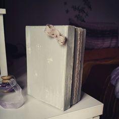 Piccola scatola di cartone resa in stile shabby e decorata da me