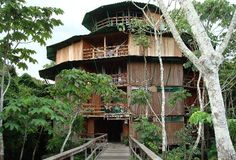 ✮ As the biggest treehouse in the biggest jungle in one of the biggest countries on the planet, the Ariau Towers are one of the most exotic places in the world to spend your night Great Places, Places To See, Beautiful Places, Cool Tree Houses, Bird Houses, Unique Hotels, Best Hotels, Resorts, Exotic Places