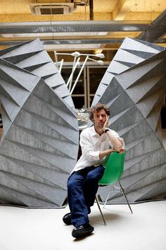 Thomas Heatherwick (seated on an Eames molded fiberglass chair) designing with love and shaping London - the garden bridge has the thumbs up! #shellspotting