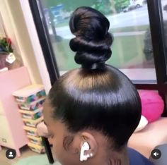 Trendfrisuren William, akkurater Mittelscheitel oder People from france Reduce Expire Frisurentrends 2020 Two Buns Hairstyle, Cute Bun Hairstyles, Black Girls Hairstyles, Weave Hairstyles, Natural Hairstyles, Updo, Weave Ponytail Styles, Curly Hair Styles, Short Hair Bun
