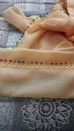 Nike Flex, Gianni Versace, Hairstyle Trends, Moda Emo, Crochet Keychain, 19th Century Fashion, Knit Shoes, Crochet Borders, Needle Lace