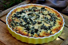 Fenséges vacsora. Sonka, hagyma és mángold tojásos-tejszínes közegben, omlós tésztaágyon.