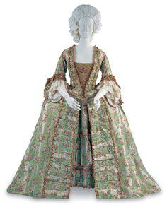 Robe a la Française 1770s in the Bunka Gakuen Costume Museum