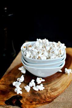 Roasted Garlic Olive Oil and Black Pepper Popcorn ll www.SimplyScratch.com