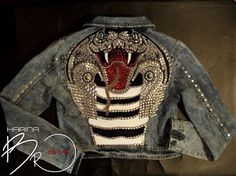 курточка деним, декор металлической фурнитурой