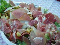 Recette de Salade franco-italienne Homemade Sandwich Bread, Sandwich Bread Recipes, Italian Salad, Salad Bar, Vegetable Salad, Charcuterie, Food Videos, Potato Salad, Entrees