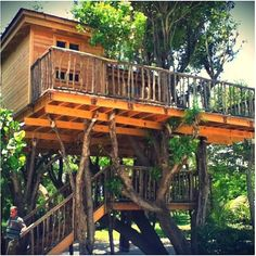 15 Ridiculously cool treehouses.