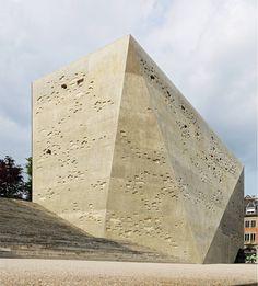 :MLZD - Titan (museum of history), Bern 2009 (click for big). Via.