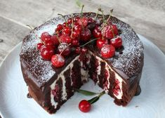 Fantastická čokoládovo - ovocná torta bez múky, recept, Torty | Tortyodmamy.sk Sweet Desserts, Sweet Recipes, Cake Recipes, Dessert Recipes, Good Food, Yummy Food, Czech Recipes, Chocolate Delight, Croatian Recipes