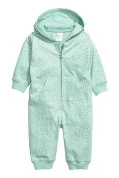 Hooded all-in-one suit: CONSCIOUS. All-in-one suit in soft, patterned sweatshirt fabric made from organic cotton with a jersey-lined hood, zip and pockets at the front and ribbing at the cuffs and hems. Soft brushed inside.